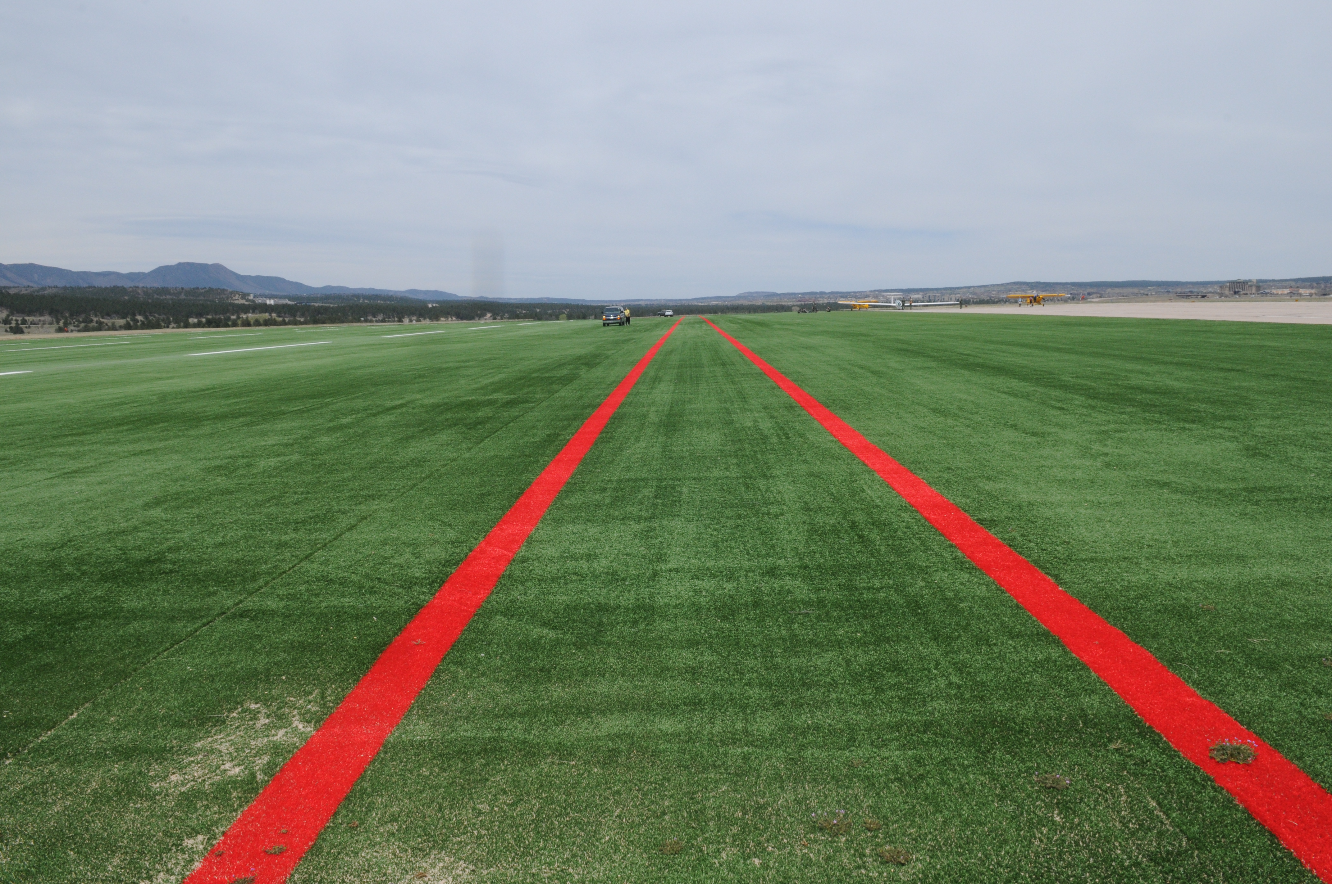 Evergreen Aviation AvTurf, Sailplane landing stribs usa