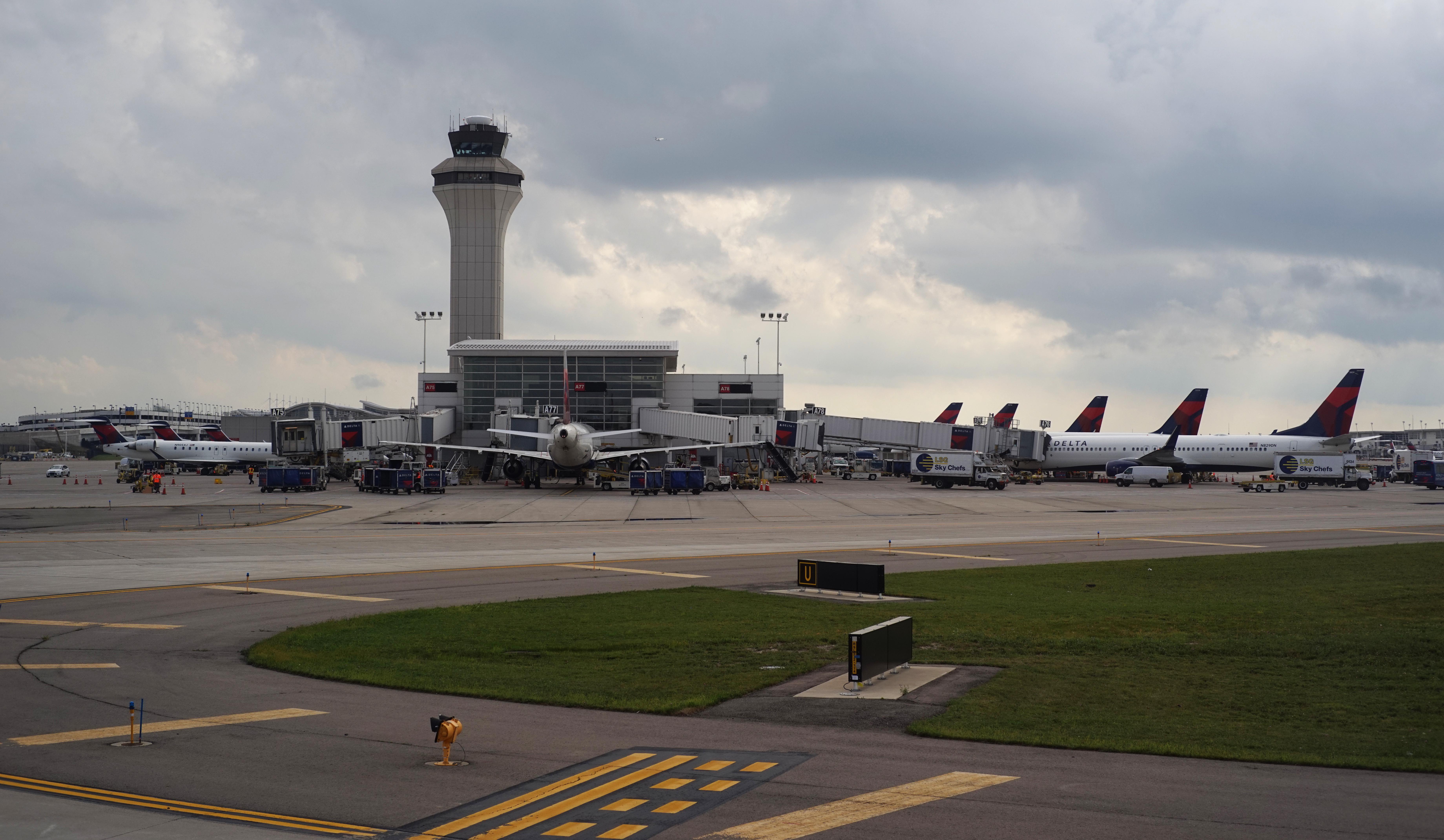 McNamara_Terminal_at_DTW - Evergreen Aviation